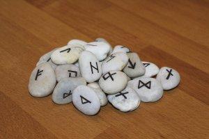 tanahoy.com rune stones