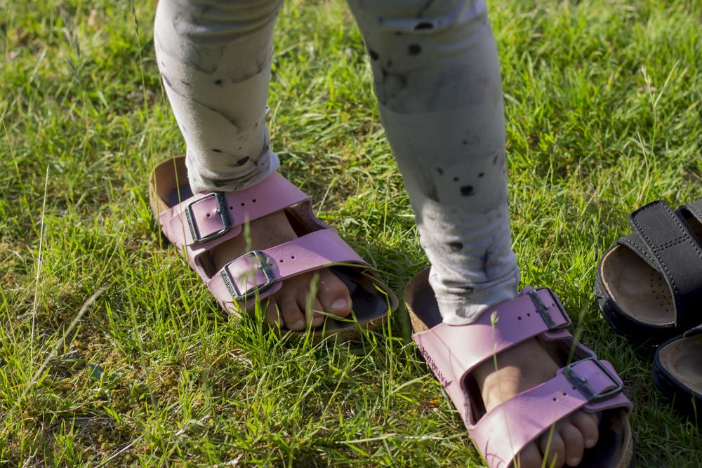 Rosa Birkenstock, sandaler arbetsskor tofflor. Foto Johanna Ene 2020.