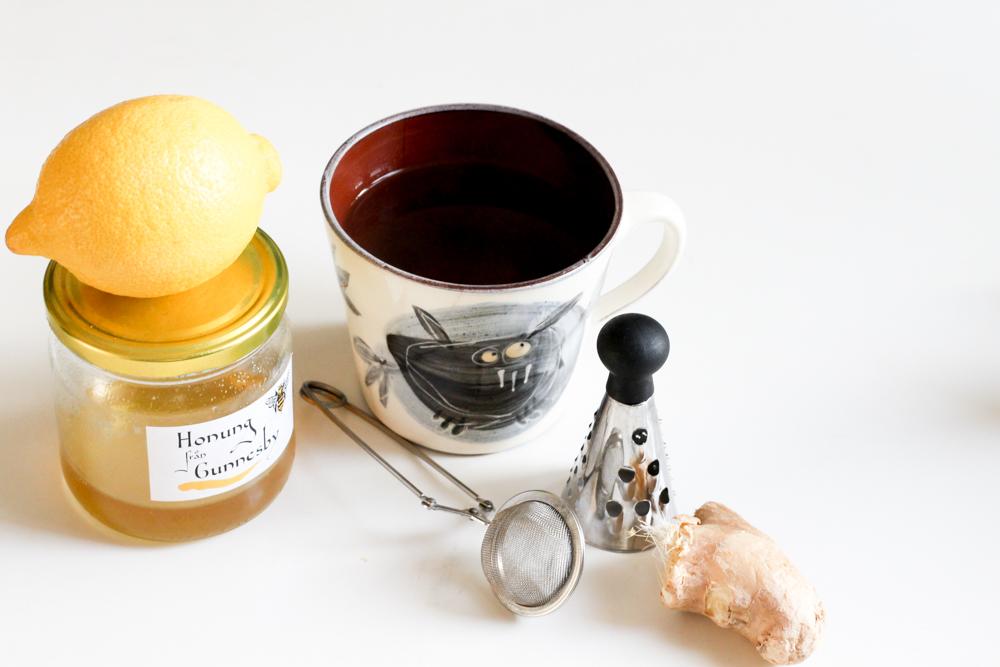 Vid förkylning gör te av ingefära, citron och honung.