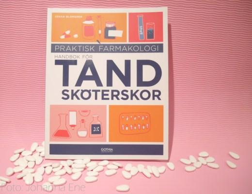 Boken Praktisk farmakologi - handbok för tandsköterskor av Johan Blomgren, utgiven av Gothia Fortbildning 2020.