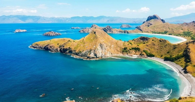 komodo-national-park-flores-indonesia-padar-island