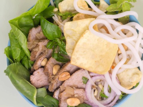 Cao-Lau-Vietnamese-Noodle-Bowl-recipe