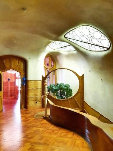Casa Batllo (Barcelona) – Tour guide & Tips for visiting - The entrance hall