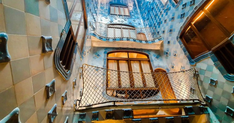 Casa Batllo (Barcelona) - Tour guide & Tips for visiting - Patio of lights