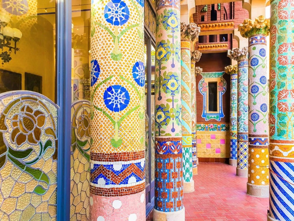 Palau de la Musica Catalana - (Barcelona) - Tour Guide & Tips for Visiting - Columns