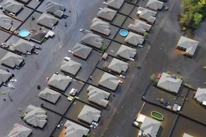 Powódź w UK - zalane domy