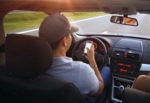 rozmawianie przez telefon za kierownica w uk - mandaty - punkty karne