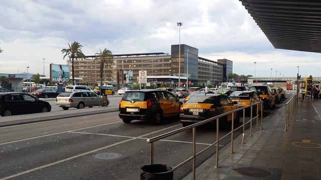 Lotnisko El Prat w Barcelonie - taksowki - jak dojechac do centrum