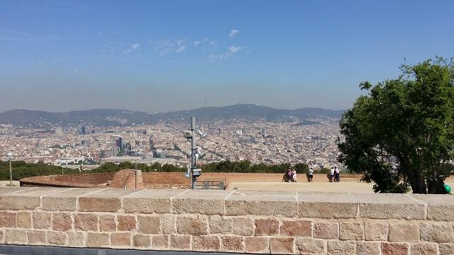 Szczyt Montjuic w Bareclonie - widok na miasto