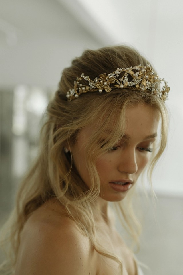 reina | gold pearl wedding crown