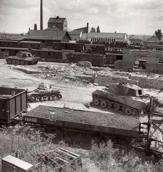 Two photographs of the same Vânătorul de Care R35 besides a plethora of destroyed tanks in Znojmo Railway, 1945.