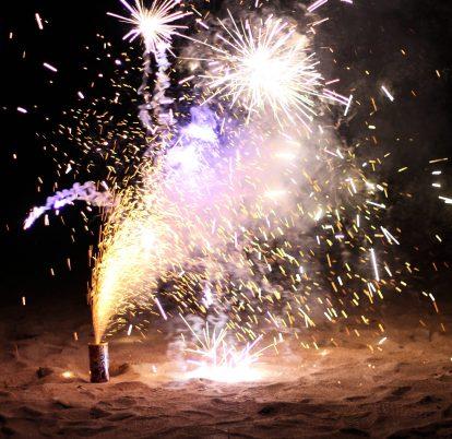 Feux d'artifice sur la plage