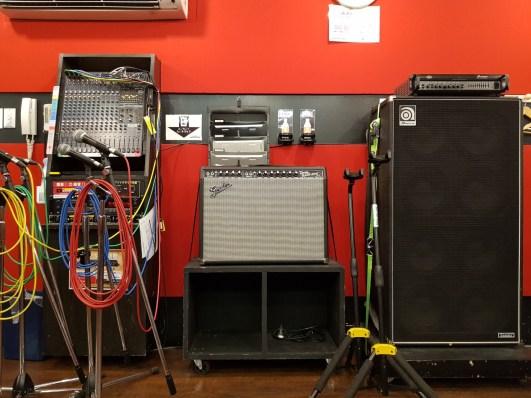 Table de mixage, ampli guitare, ampli basse