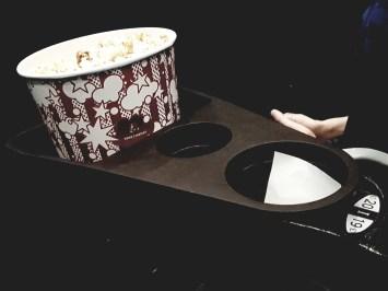 Plateau popcorn/boisson amovible, à fixer à l'accoudoir