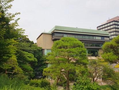 Le hall gigantesque de l'hotel