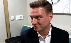 Tangokuningas Jukka Hallikainen esittelee vaaliteemansa: Pienyrittäjiä, turvallisuutta ja sisäilmaongelmia