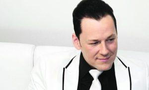 """Kari Hirvonen lupaa levyllisen uutta musiikkia: """"Tehty kuin Iisakin kirkkoa"""" – kuuntele sinkku"""