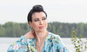 """Tangokuningatar Mervi Koponen toipui vakavasta sairaudestaan: """"Selkäydin vaurioitui"""""""
