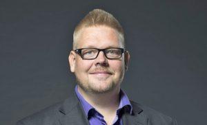 """Hannu Mustonen teki kauniin joulusinkun: """"Laulun sanoma kolahti heti"""""""