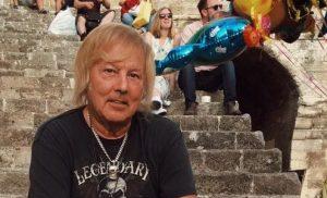 Danny juhli 77-vuotispäiväänsä taas auringon alla – synttäri-illallinen Ródoksella