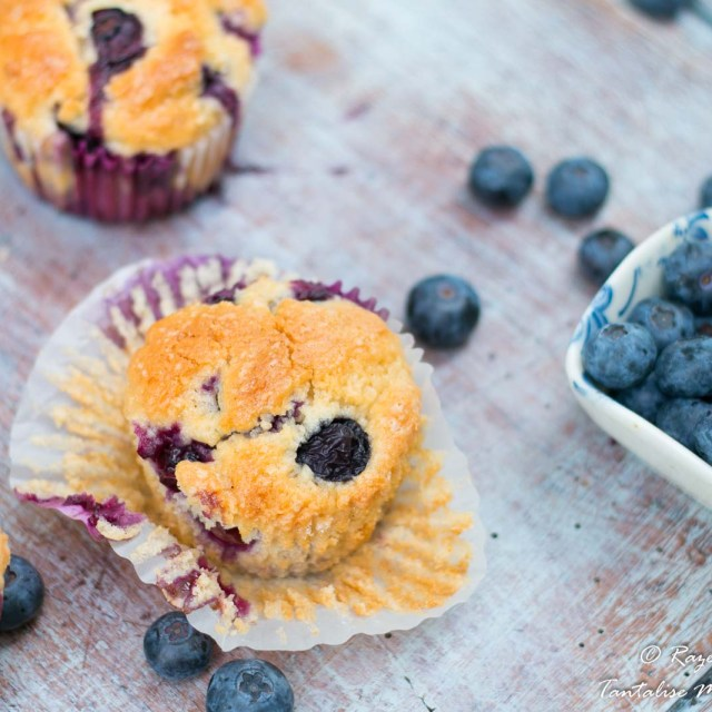 Moist and soft blueberry muffins