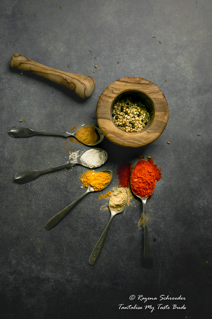 Powdered spices and roasted whole spices