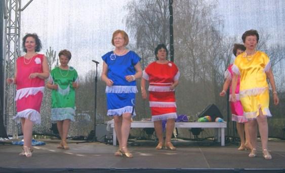 Seniorentanzgruppe Herbst Rosen Auftritt in Oranienburg