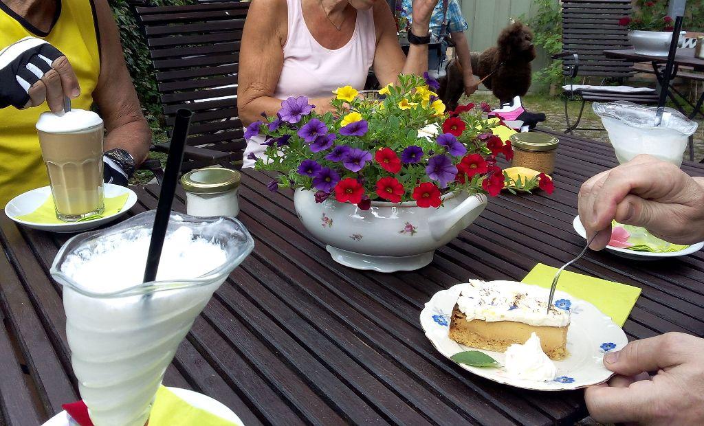 über Bergfelde/Heideplan zurück nach Birkenwerder. Abschluss fand unsere Tour im Kaffeehaus Birkenwerder bei Kaffee und Kuchen.