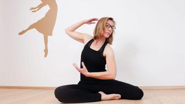 Birgit Peuker Tanzstudio, tanzend am Boden