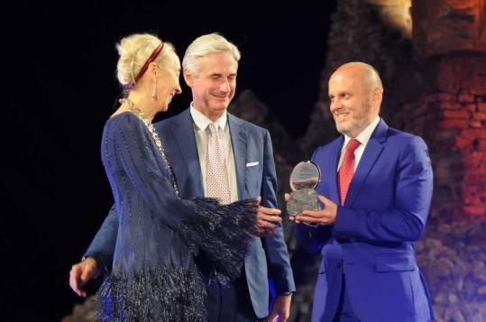 Carla Sozzani premiata da Andrea Tessitore e Sergio Momo di Zerjoff