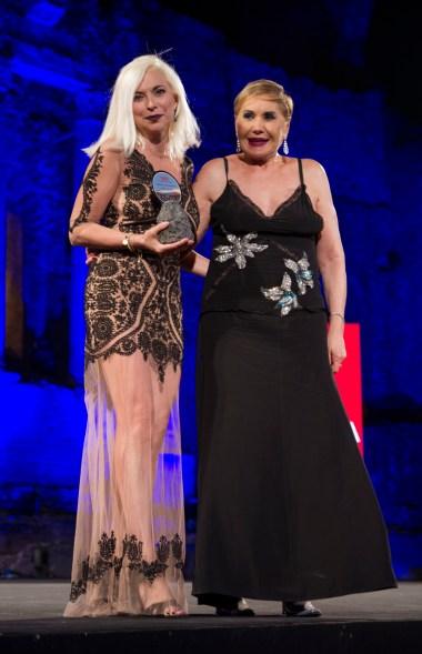 La giornalista Fabiana Giacomotti premiata dalla p.r. Marta Godi