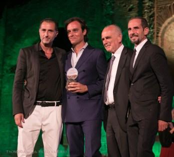 Emanuele Farneti, direttore di Vogue, premiato dai buyers Parisi di Taormina