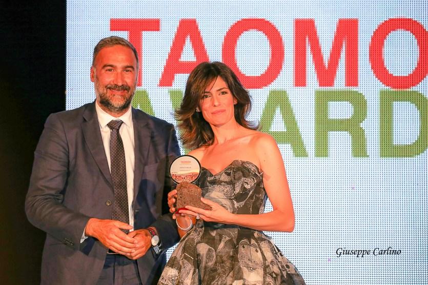Anna Valle premiata da Enrico Feliciani di Eden Grand Hotel San Pietro