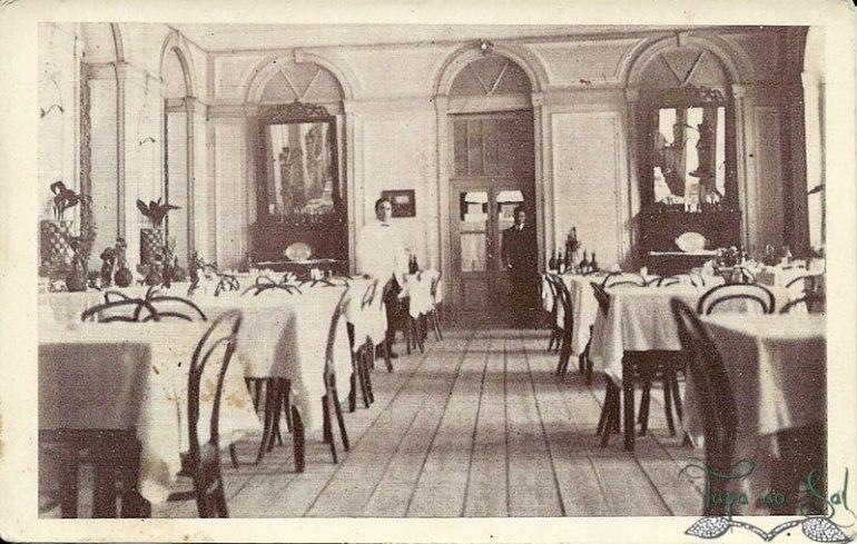 serviço de mesa na antiga sala de jantar do Grande Hotel Caldas da Felgueira.