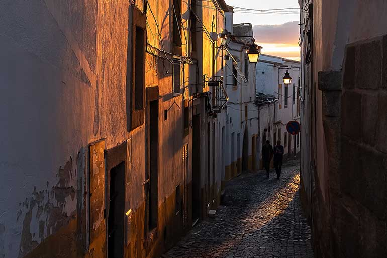 As longas caminhadas pelo centro histórico de Évora