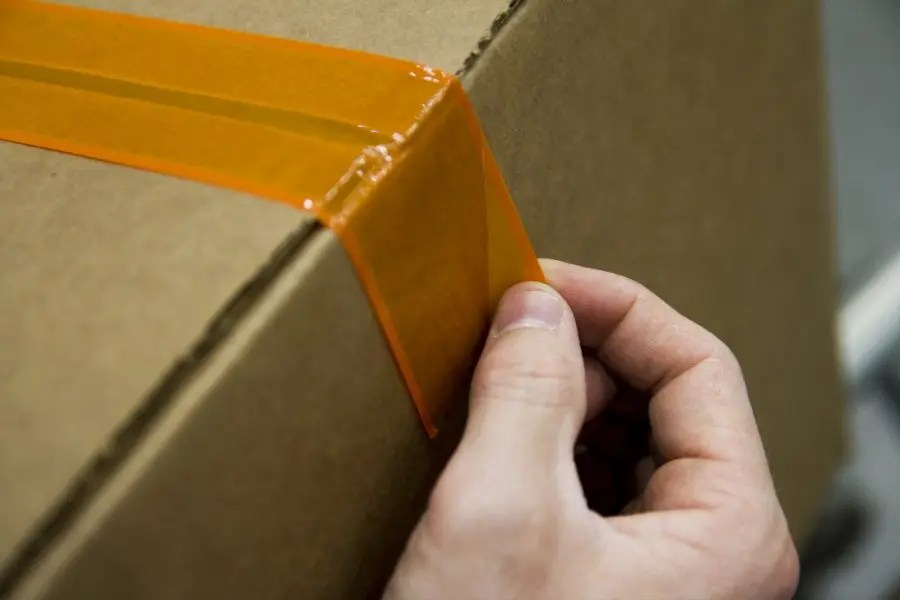 Why are some manufacturers placing no-knife carton sealing requirements on suppliers?