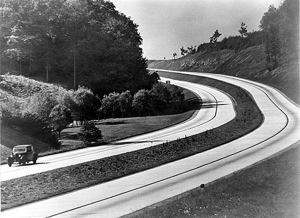 Saksaan esimerkiksi rakennettiin 1930-luvulla maailman ensimmäinen moderni moottoritieverkosto. Kuva: Bundesarchiv