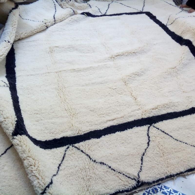 Wollen Beni Ouarain Berber rug of Morocco home made by Berber women