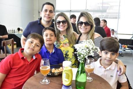 Alexandre Arrais, Nicole, Aline, Antonio Neto, Arthur Rocha e Rhaul Sa Arrais