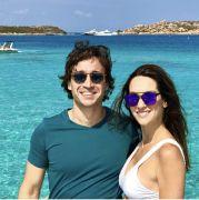 Rodrigo Carvalho com a esposa Marcella, escolheram a Praia do Cumbuco no feriado de carnaval ao lado das filhas