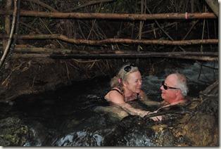 Svalkande bad i varm källa