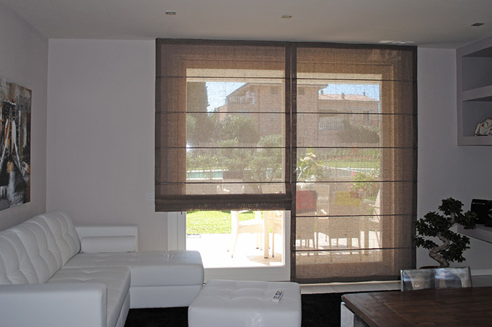 Stile minimal nelle tende moderne. Drapes And Upholstery Products