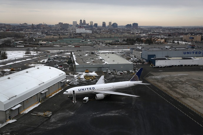United Airlines To Provide Free In-Flight Movies To Apple Users