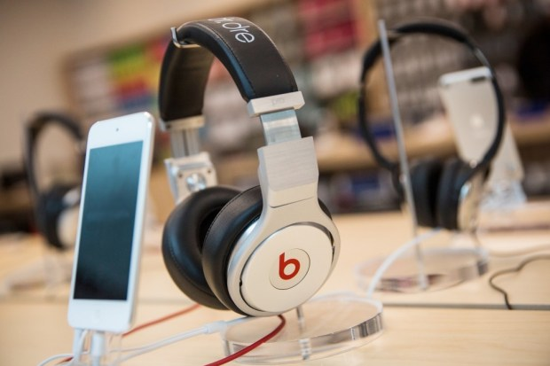 apple-iphone-beats-buds