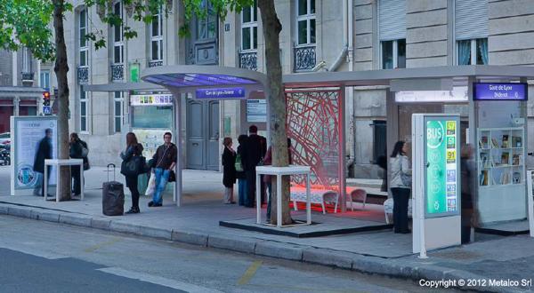 top-10-smart-city-paris-bus-stop