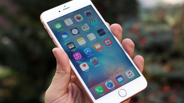 April Jace's iPhone 5S successfully hacked by LAPD