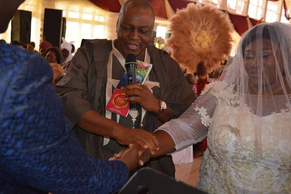 Governor Ishaku Gives Younger Sister in Marriage