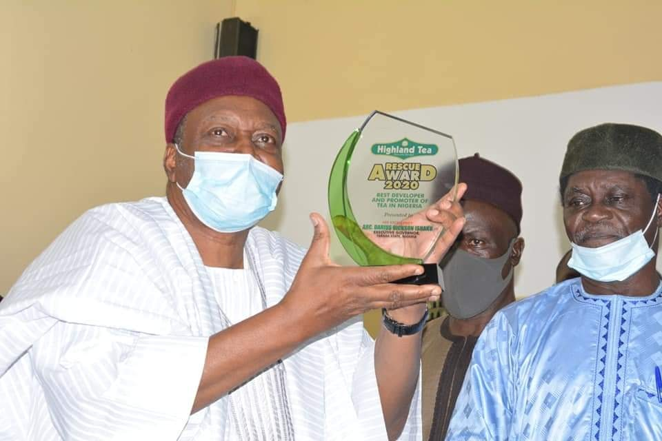 Gov. Ishaku Receives Award from Mambilla Beverages