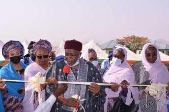 Governor Ishaku Commissions Project