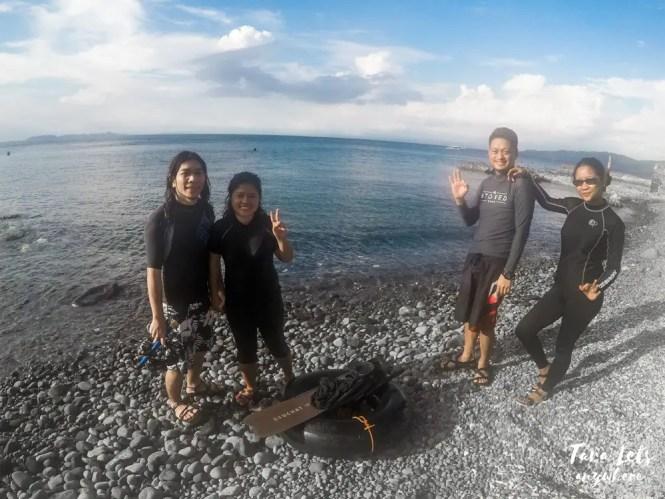 Group shot of students taking basic freediving lesson